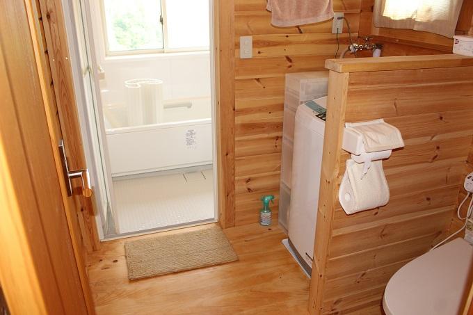 お風呂場、洗濯機置き場