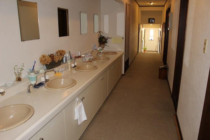 洗面台、廊下