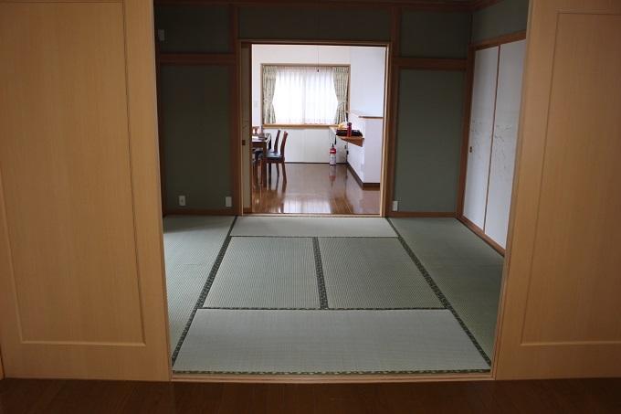 和室。奥がリビング。