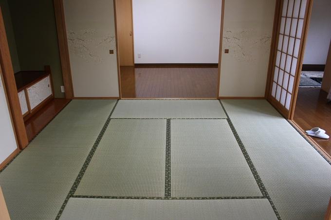 和室。奥が洋室。